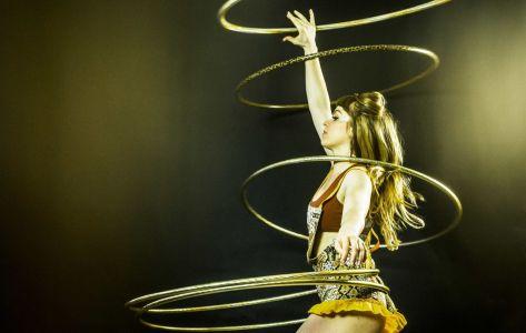 51 hula hoop show