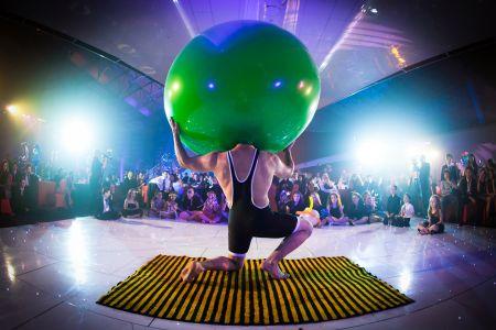 Bruce Airhead green balloon