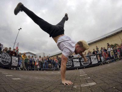 breakdancers act