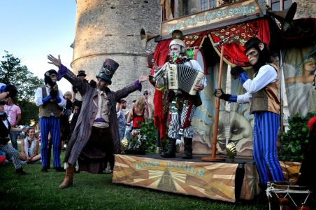 Chimp And Performers Lulworth Castle