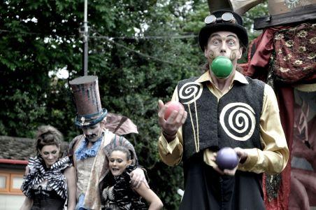 Circus Juggler Twycross Zoo