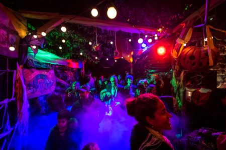 crowds visit jonathan ross halloween party