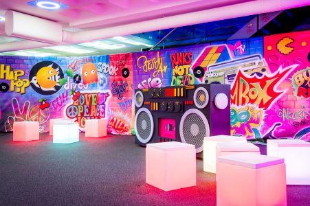 Grafitti Decor And Props