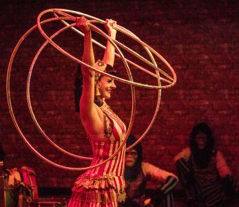 hula hoop circus show