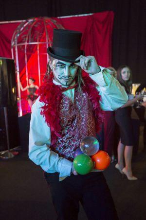 Juggler Moulin Rouge