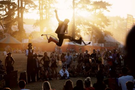 power stilts performer