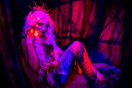 scare performer girl