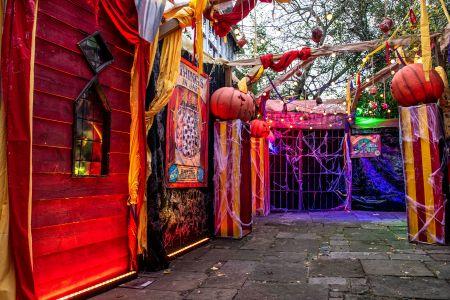 sideshow halloween decor