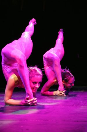 somanmbu contortion dusol sisters