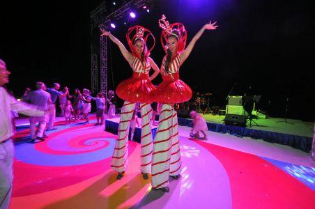 Stilt Walker Candy Girls Maldives