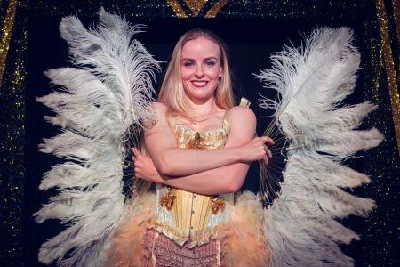 twenties show feathers girl