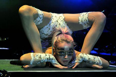 winter show contortionist